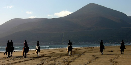 horse-rinding-in-the-mourne-mountains